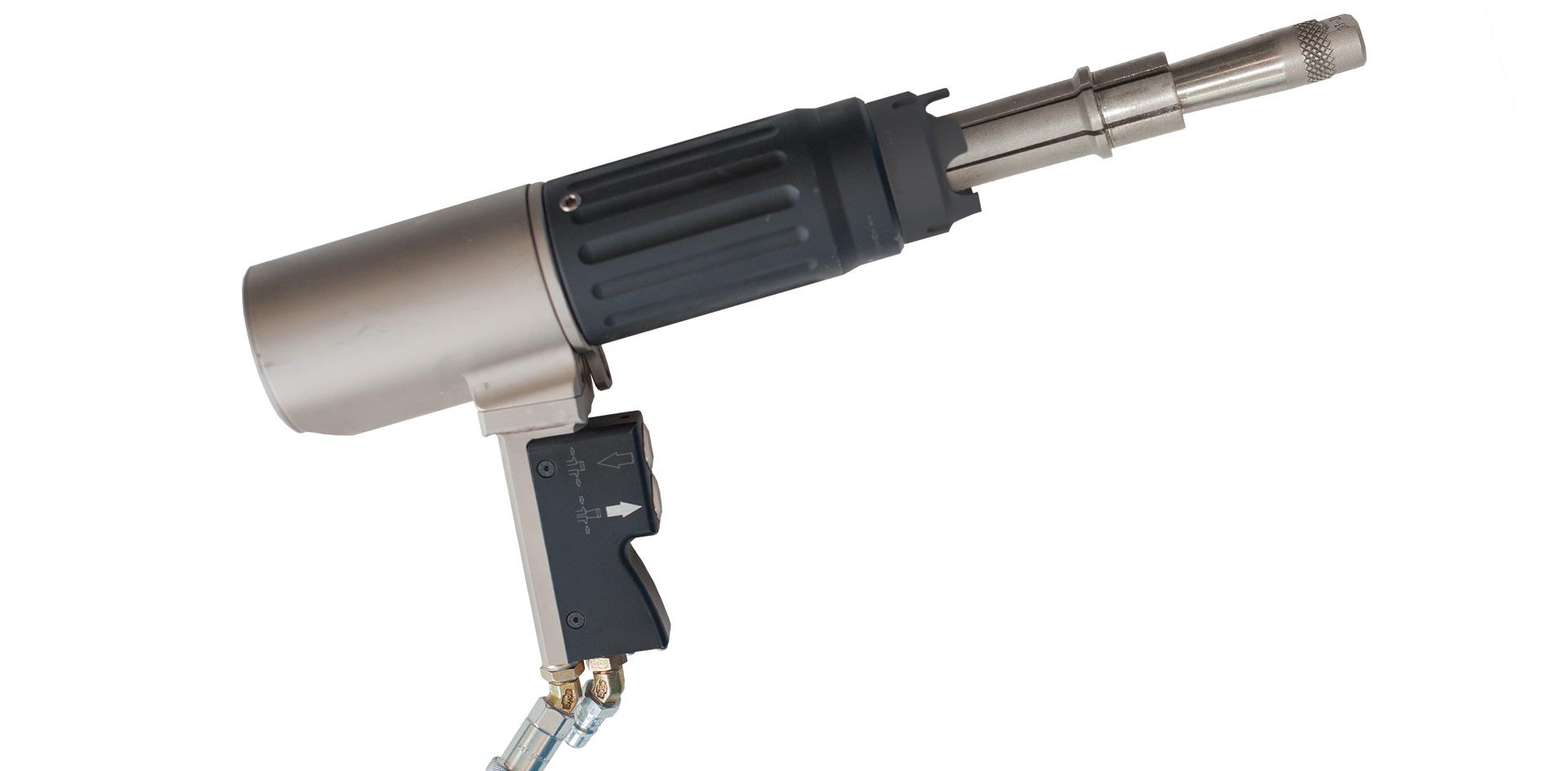 Гидравлическая система центрирования трубы в отверстии решетки перед сваркой